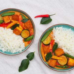 Mae Jum Vegan Thai Red Curry with Tofu and mixed vegetables